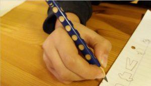 אחיזת עיפרון תקינה וקשיי כתיבה | אריאלה ליבנה - מטפלת בשיטת אלבאום